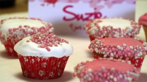 Cupcakes met babymuisjes voor een pasgeboren meisje