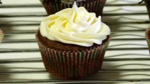 Chocoladecupcake met vanilleglazuur