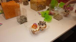 Zelfversierde cupcakes op de workshop van de HEMA taartbakwedstrijd