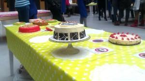 Mijn taart tussen de andere taarten op de halve finale van de HEMA taartbakwedstrijd