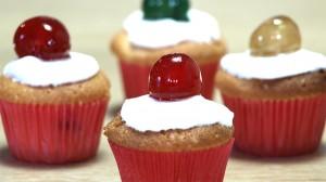 Minicupcakes met geconfijte kersen