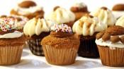 Gevulde speculaascupcakes met verschillende toppings