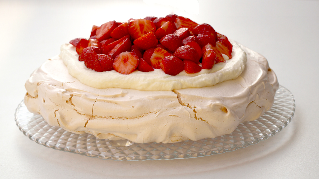 pavlova with lime zest pavlova with raspberries and lemon curd pavlova ...