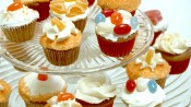 mini-oranjecupcakes met botercremetopping