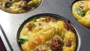 Omeletjes in muffinbakplaat