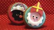 Sinterklaas en zwarte piet op een cupcake