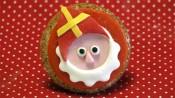 Sinterklaas met mijter op een cupcake