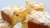 Blondies met amandelen