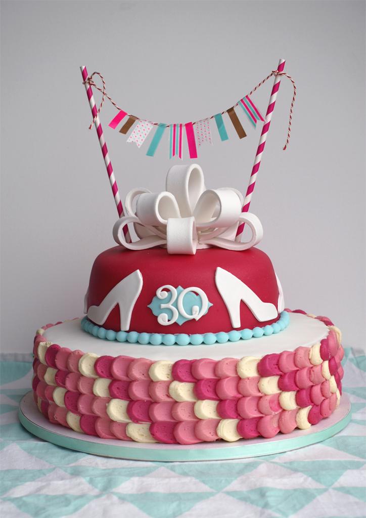 Roze verjaardagstaart met strik | Toetjes en Taarten