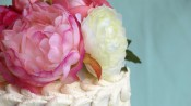 Bruidstaartje met bloemen