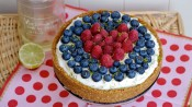 Cheesecake met frambozen en vlierbloesemsiroop