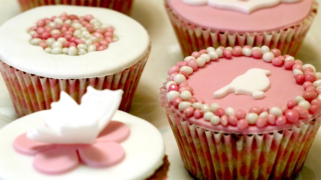 Geboortecupcakes met fondant en muisjes